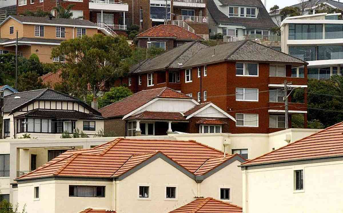Housing prices drop in most Aust capitals